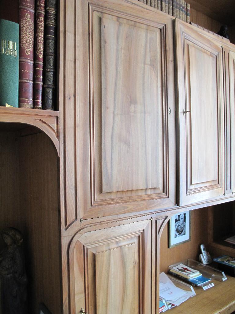 neoclassical walnut bookcase lo c kerisel cabinetmaker. Black Bedroom Furniture Sets. Home Design Ideas